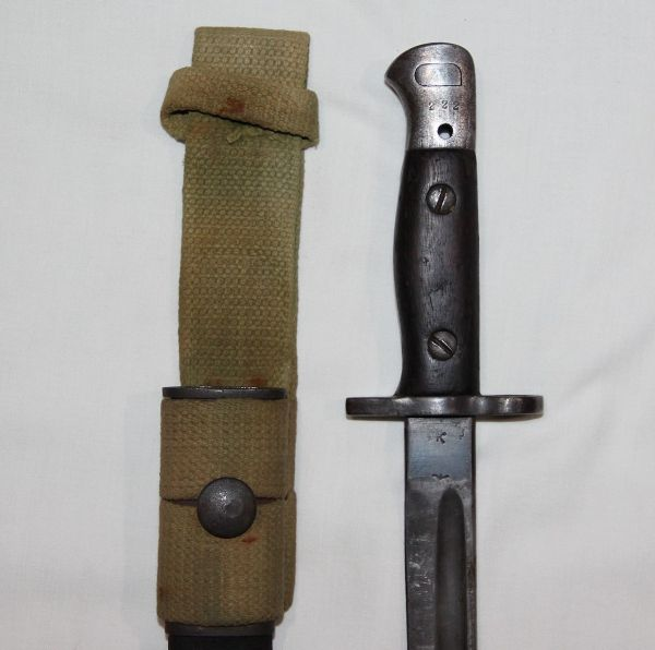 F020. WWI-WWII BRITISH 1907 SMLE BAYONET WITH SCABBARD AND FROG