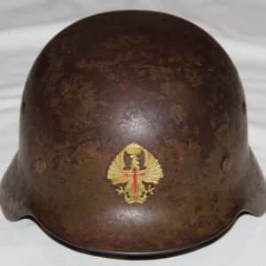 L037. WWII GERMAN M35 COMBAT HELMET REISSUED TO THE SPANISH