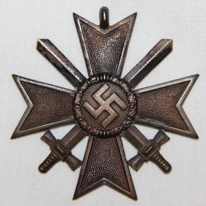 Q041. WWII GERMAN WAR MERIT CROSS 2ND CLASS WITH SWORDS