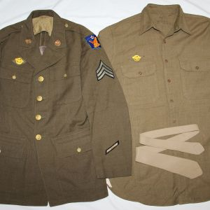 D079. NAMED WWII 2ND AAF UNIFORM WITH SHIRT AND NECK TIE