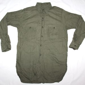 D082. WWII US NAVY OD CHAMBRAY FIELD SHIRT
