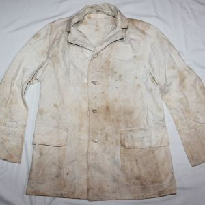 D085. RARE WWII WHITE COOK OR BAKERS JACKET