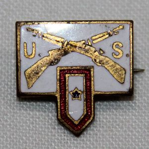 I076. WWII HOME FRONT SON IN SERVICE LAPEL PIN WITH CROSSED RIFLES