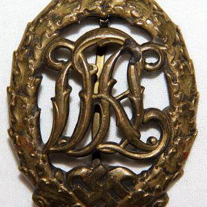 Q062. WWII GERMAN BRONZE DRL SPORTS BADGE
