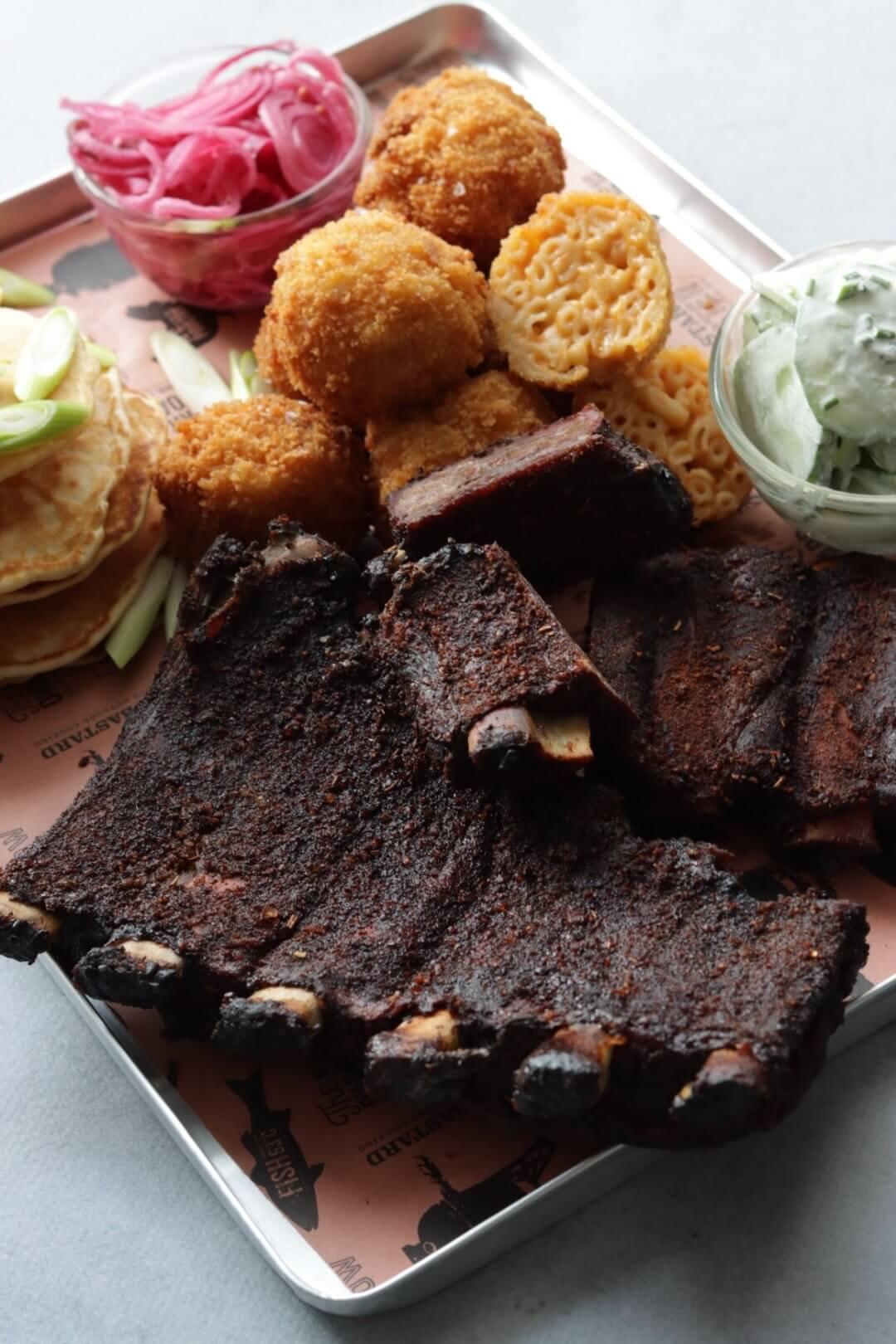 Runder spareribs van de BBQ