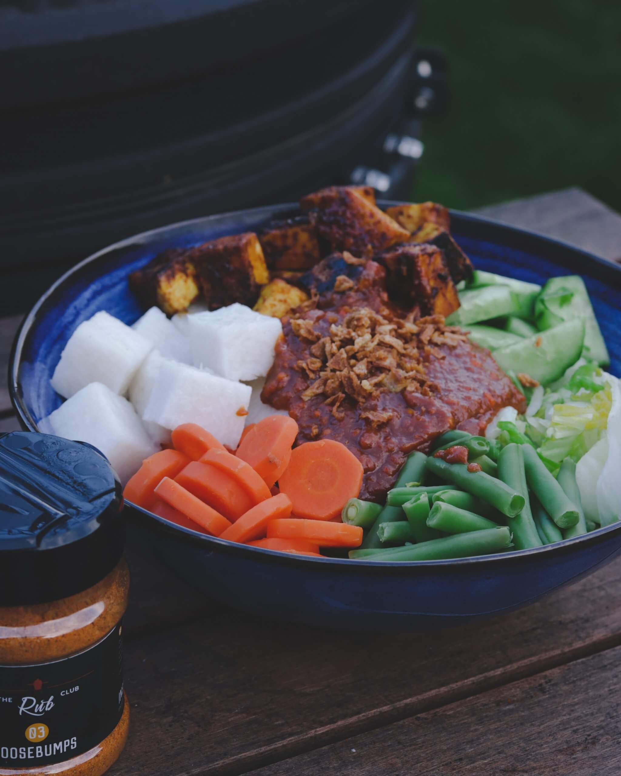 Gado gado met Indische BBQ tofu