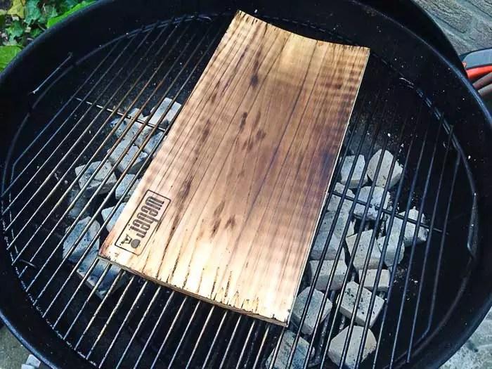 cederhoutenplank-eerst-in-laten-branden