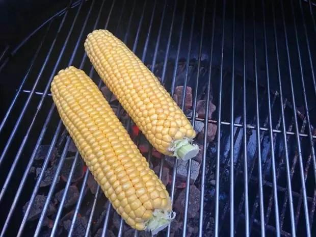 maiskolf-rechtstreeks-op-de-barbecue