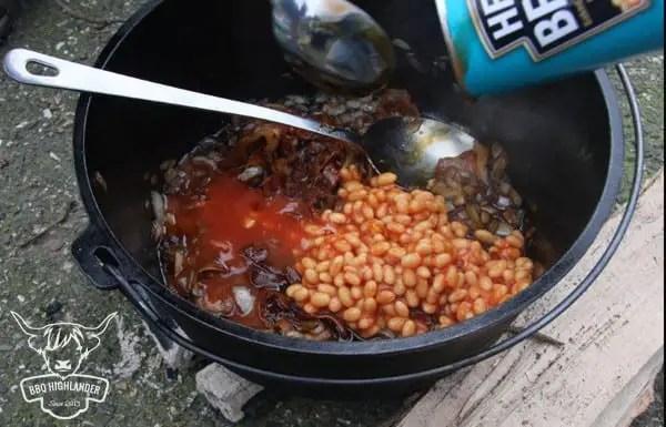 Baked Beans Bohnen einfüllen