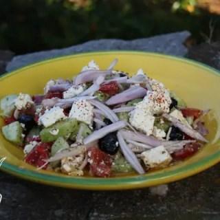 Horiátiki saláta oder ganz einfach ein griechischer Bauernsalat