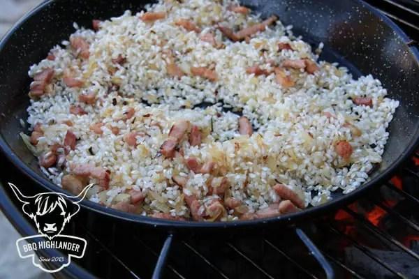Paella Reis anschwitzen