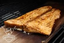 fertiger Lachs mit Memphis Rub von der Zedernholzplanke