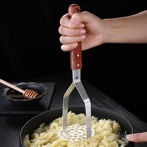 Huishoudelijke mesh ronde sweet aardappel puree roestvrij staal aardappel pers babyvoeding supplement keukengereedschap (houten handvat aardappel pers)