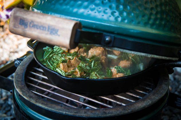 HelloFresh Kochbox auf dem Big Green Egg Mini