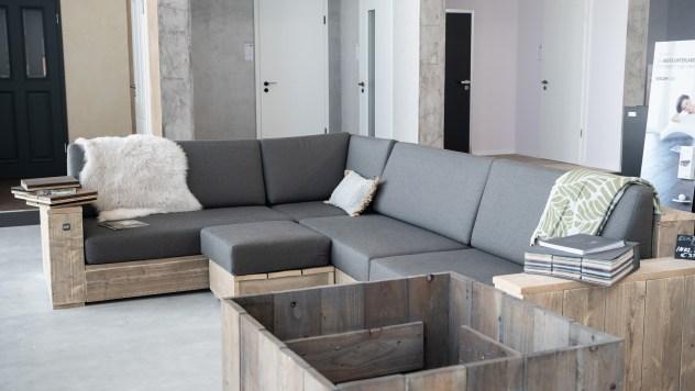 Zeitlose Bauholzmöbel im Heimkontor