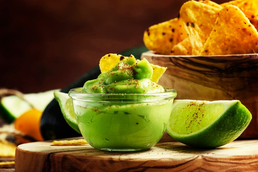 Spicy avocado dip with corn chips