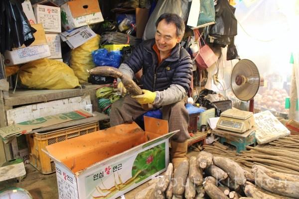 lotus root vendor at Gyeongdong Market