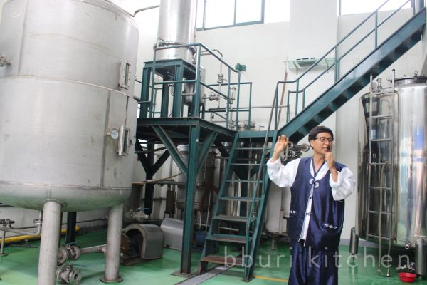 A tour of the Gyeryong Baekil-ju brewery. These days it is not uncommon for traditional recipes to be brewed in large stainless steel tanks.