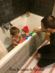 17 mois dans le bain
