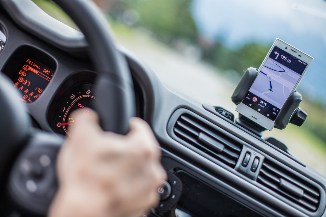 Dash-mounted phone: calls for greater clarity