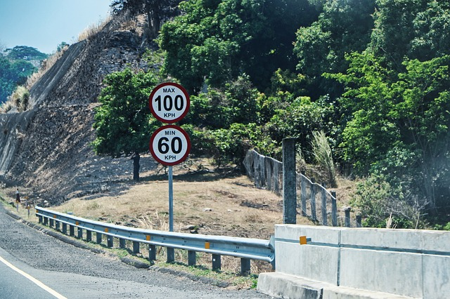 What does the prosecution have to prove about speed signs to show they apply?
