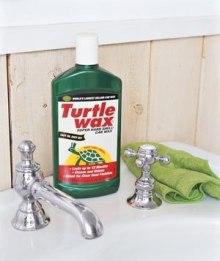Воск для полировки автомобилей подойдёт и для полировки раковин, кранов и даже душевых кабинок, защищая поверхности от пятен, образованных водой и мылом.