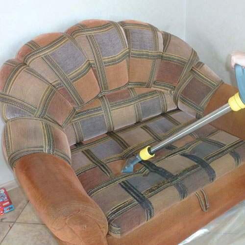 Как правильно вывести пятна с мягкой мебели