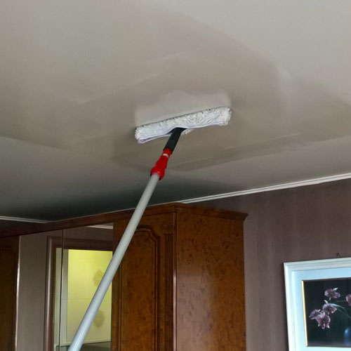 Как и чем мыть натяжные потолки самостоятельно