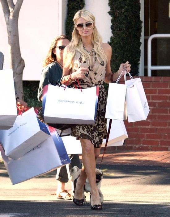 woman-shopping-paris hilton