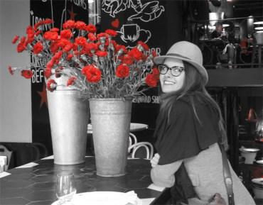 dafne patruno cachito blanco negro flores