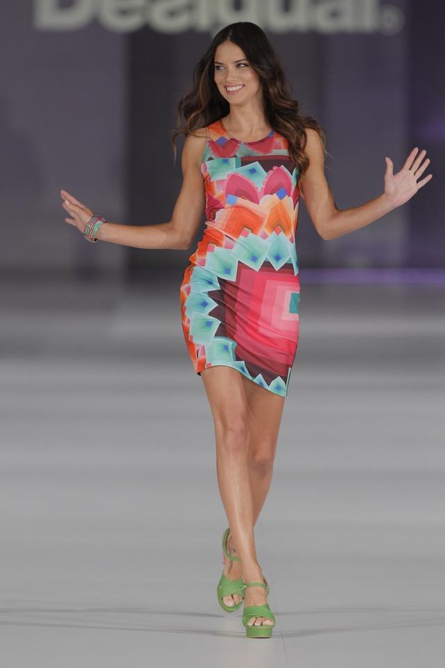 adriana lima desigual fashion show
