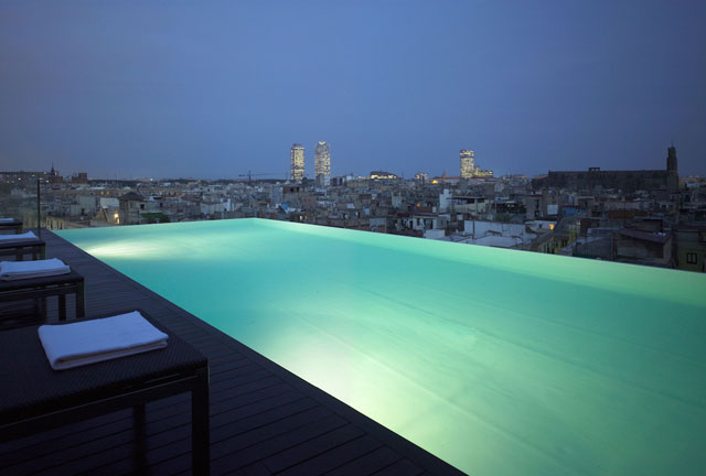 grand-hotel-barcelona-infinity-pool
