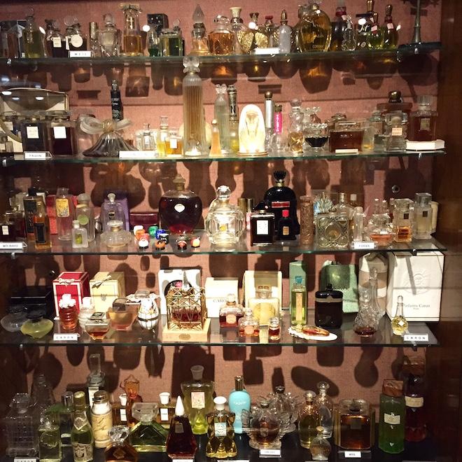 museo perfume barcelona botellas