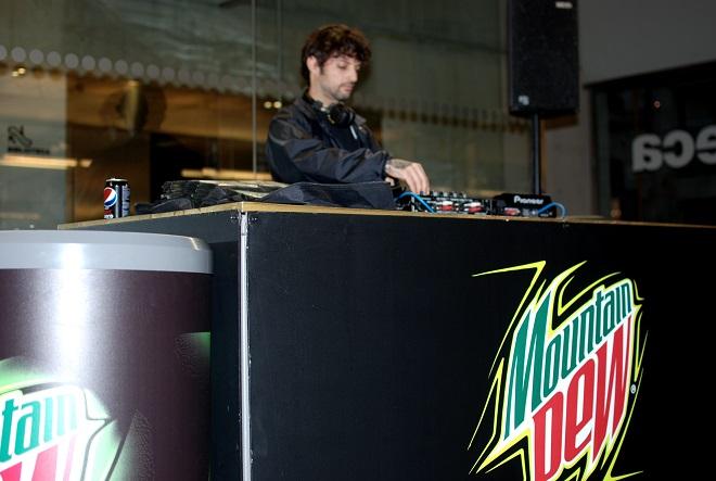 DJ Pegatas en la premier de weare blood