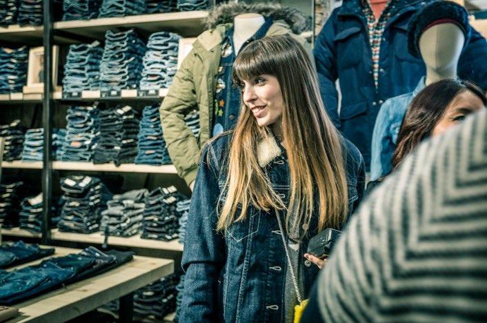 La fashion blogger Ana Ponsa durante el transcurso de la fiesta
