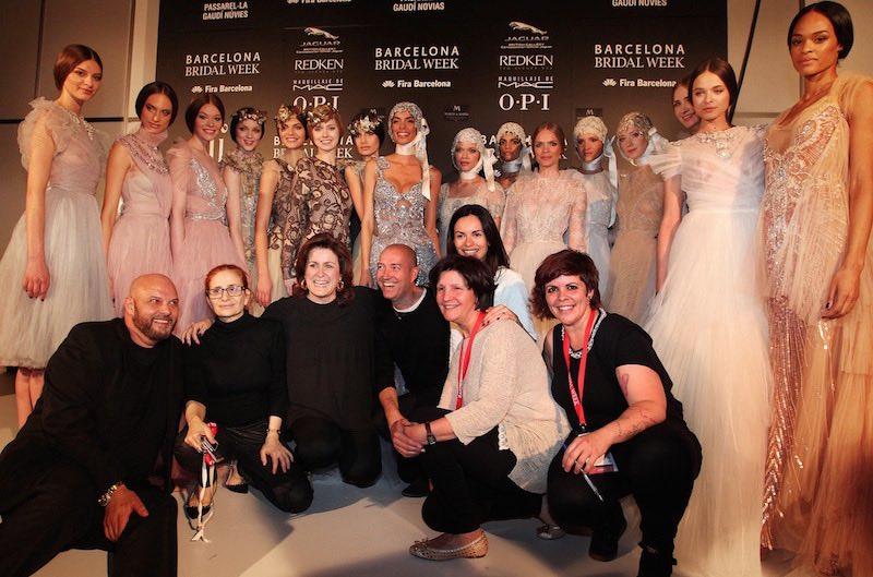 © Barcelona Bridal Week. Los diseñadores en backstage al término de su último desfile en la BBW.