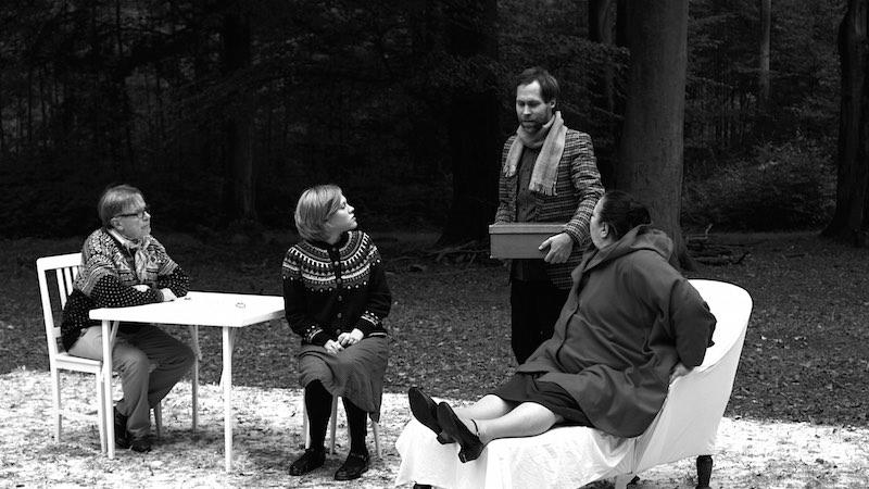 © von Brandenburg Ulla. Photo: Courtesy de l'artiste et galerie Art Concept, Paris. Ulla von Brandenburg (1974, Allemagne) Chorspiel, 2010 Vidéo, noir et blanc, sonore 10'35