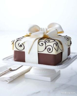 Traditional Elegance Present Cheesecake