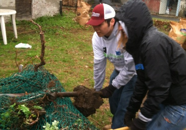 BCT NAHB Student Chapter Volunteers for Rebuilding Springfield