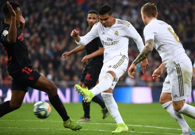 Real Madrid`s Brazilian midfielder Casemiro (C) vies with Sevilla`s French defender Jules Kounde (L) during the Spanish league football match between Real Madrid CF and Sevilla FC at the Santiago Bernabeu stadium in Madrid on 18 January, 2020. Photo: AFP