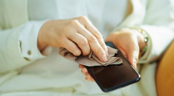 Ezt tedd, ezt meg felejtsd el: így tartsd tisztán és bacimentesen a telefonod!