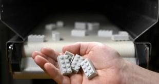 A LEGO Csoport bemutatja az első újrahasznosított műanyagból készült LEGO® kocka prototípusát