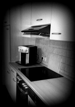 Küchen mit Backofen und Kaffeevollautomat