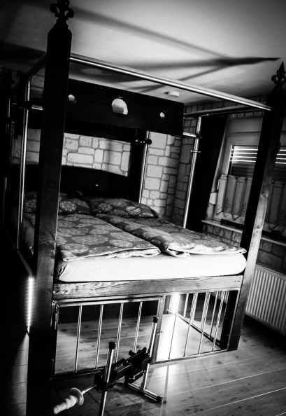 Fesselbett BDSM Ferienwohnung