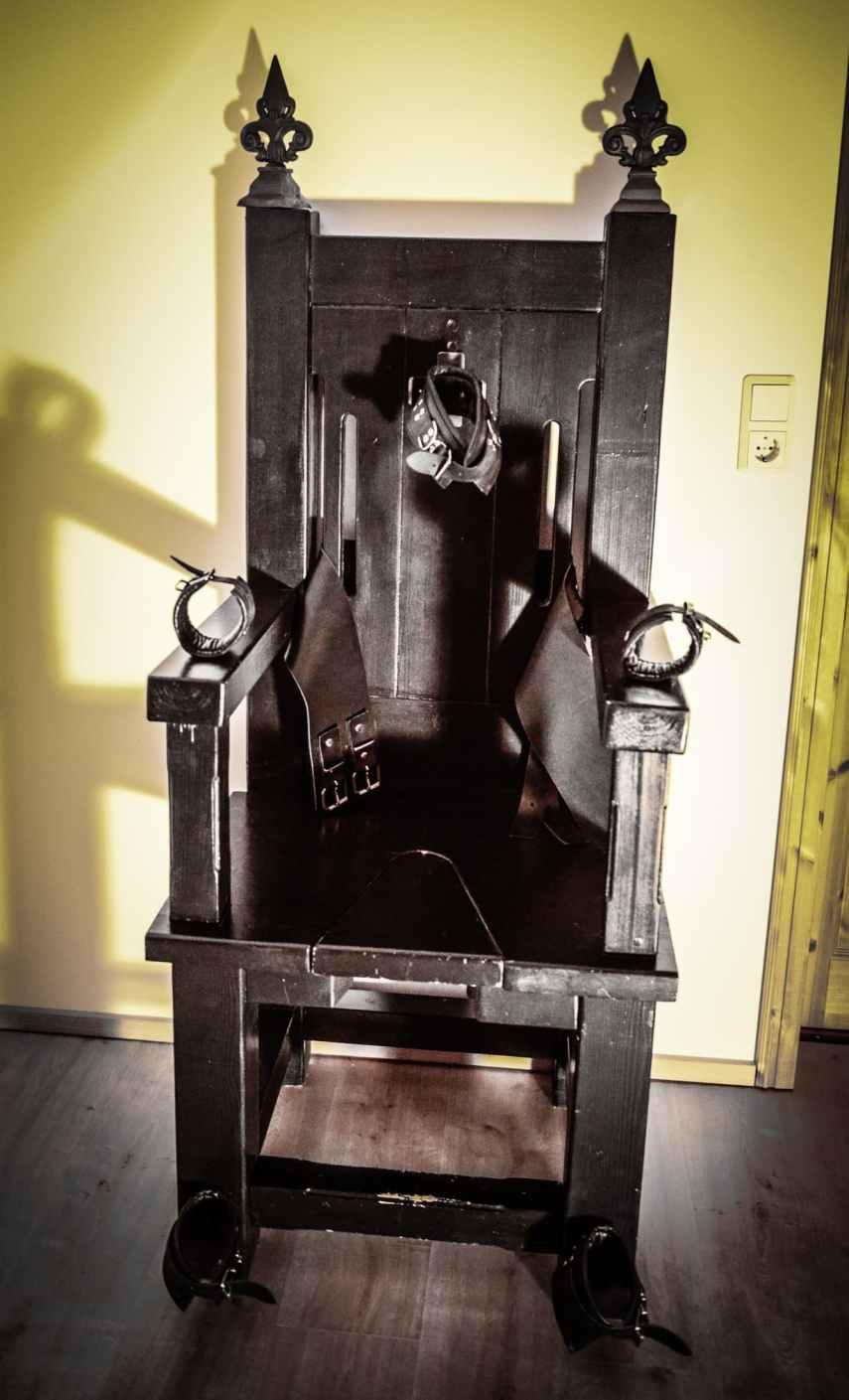 Sklavenstuhl BDSM Haus