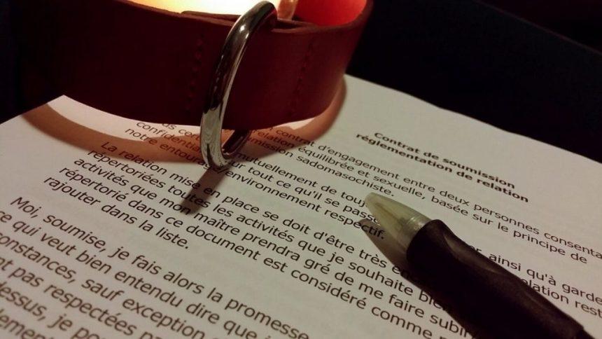 Contrat de soumission collier de cuir