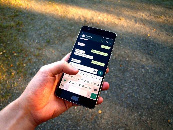 smart-phone-whatsapp