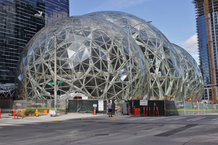 Amazon_Spheres_from_6th_Avenue,_March_2017