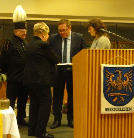 17-12-02 - Ehrung für Fr Gertrud Müller - Ehrenvorsitzende LdO KV München - durch Herrn Martin Lippa DSC01163