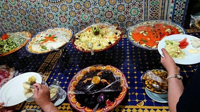 モロッコのワルザザートのホテルで夕食を食べます1